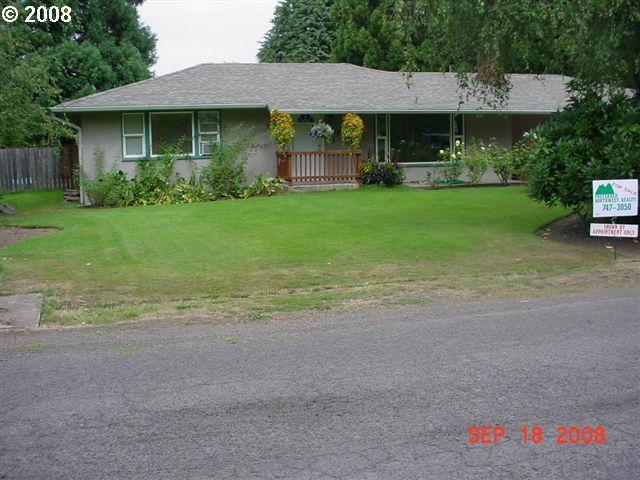 2215 JEPPESEN ACRES RD, Eugene, OR 97401