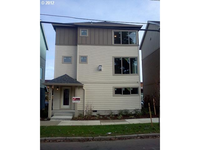 SOLD: $242,000<br>5224 NE Garfield, Portland OR 97211<br>2 Beds, 3 Baths, 1,201 Sqft<br>