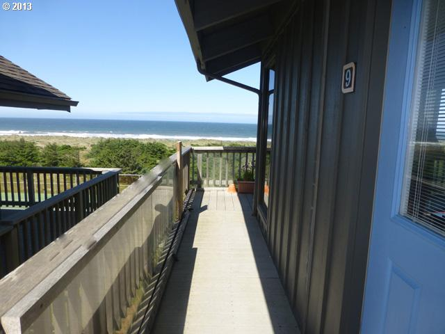 Gold Beach OR Home for Sale built 1982