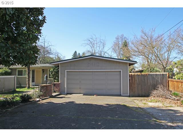 2410 GILHAM RD, Eugene OR 97408