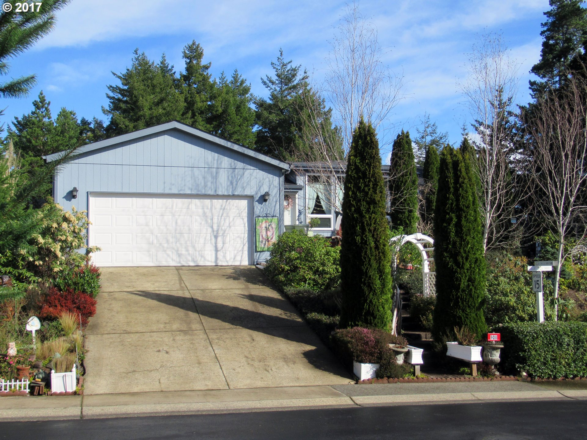 908 LILLIE CIRCLE DR, Florence, OR 97439