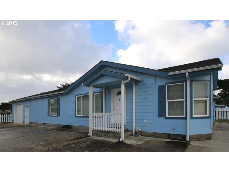 827 10TH ST, Bandon OR 97411