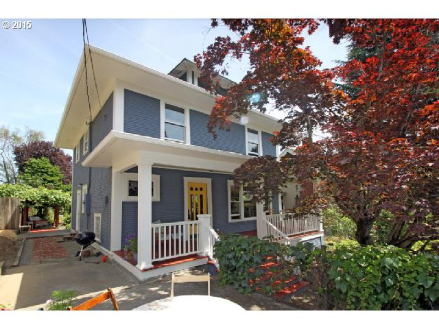 Hot Clinton-Division Neighborhood-walk to restaurants-shops! Beautiful Historic Old PDX sits high above street-very private! It boasts all the original details-Leaded glass windows, Beautiful wood moldings, Wainscotting, Gleaming hardwoods, Pocket doors, High ceilings, Leaded glass built-ins, Open Staircase. Big open rooms. Inviting front porch-Patio & Gardens! Large remodeled eat-in kitchen. Huge bathroom w/Claw foot tub & glass shower
