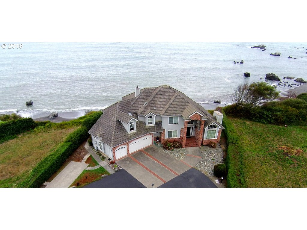 15316 OCEANVIEW DR, BROOKINGS, OR 97415  Photo 1