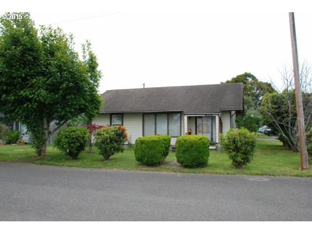 210 S 19TH ST, Reedsport OR 97467
