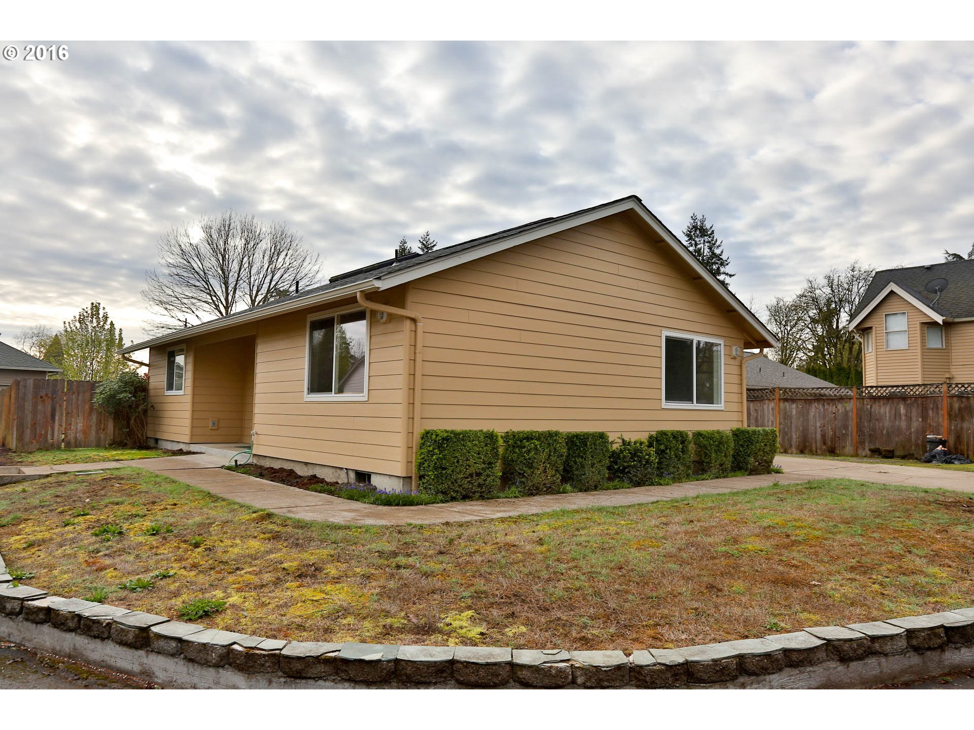 Homes for sale on river road and in the river road area of for Eugene oregon home builders