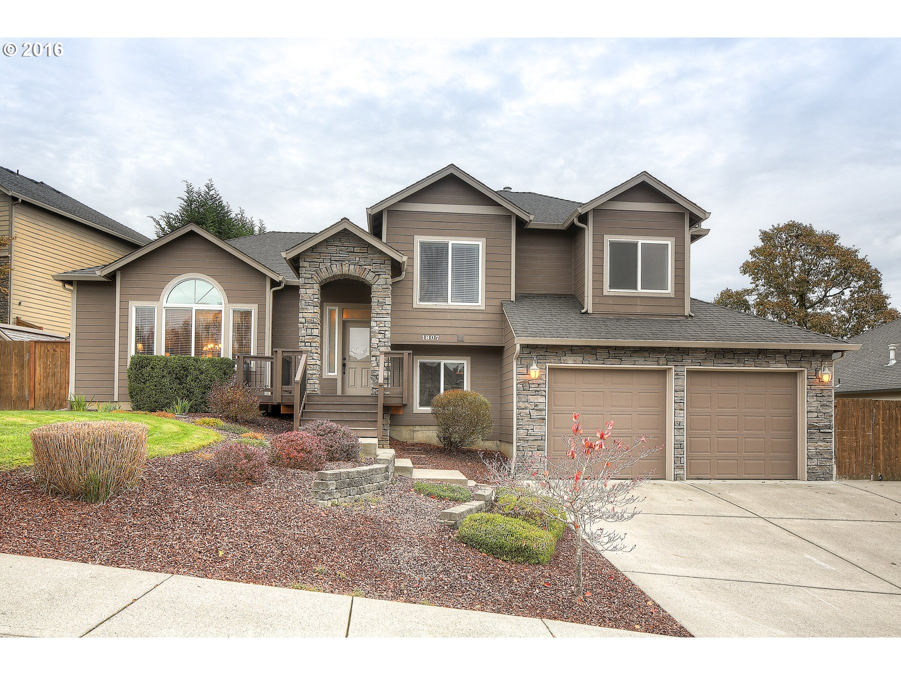 1807 E BARTLETT CT, La Center, WA 98629