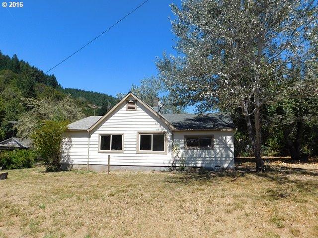 180 BEAR CREEK RD, Curtin, OR 97424