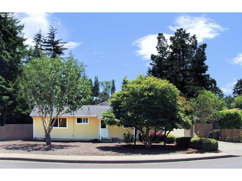 1360 AIRPORT RD, Florence, OR 97439