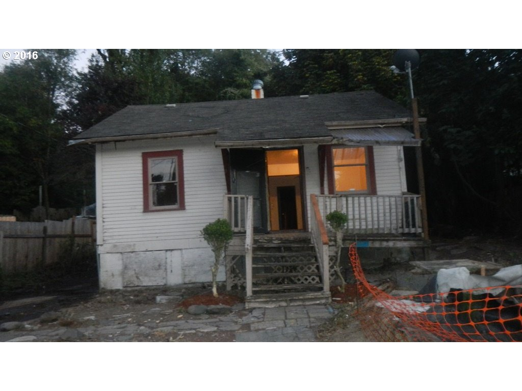 216 PEARL ST, Oregon City OR 97045
