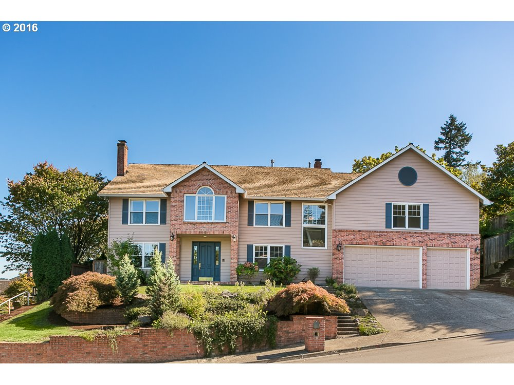 Property for sale at 2060  RIDGE POINTE DR, Lake Oswego,  OR 97034