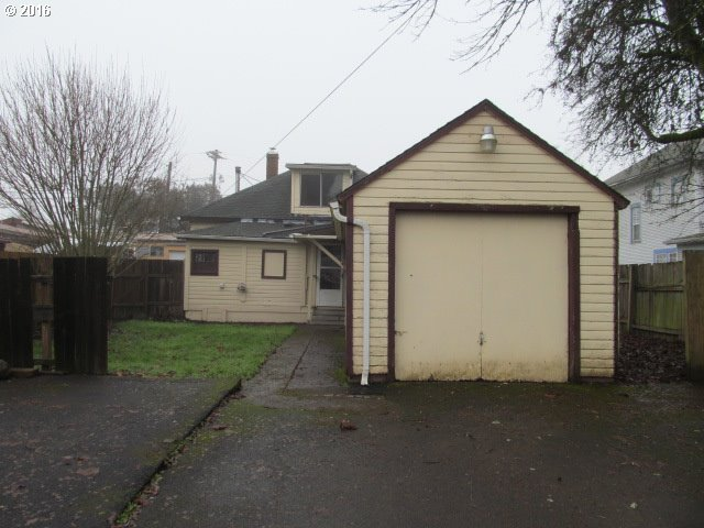 250 S PARK ST, Carlton, OR 97111