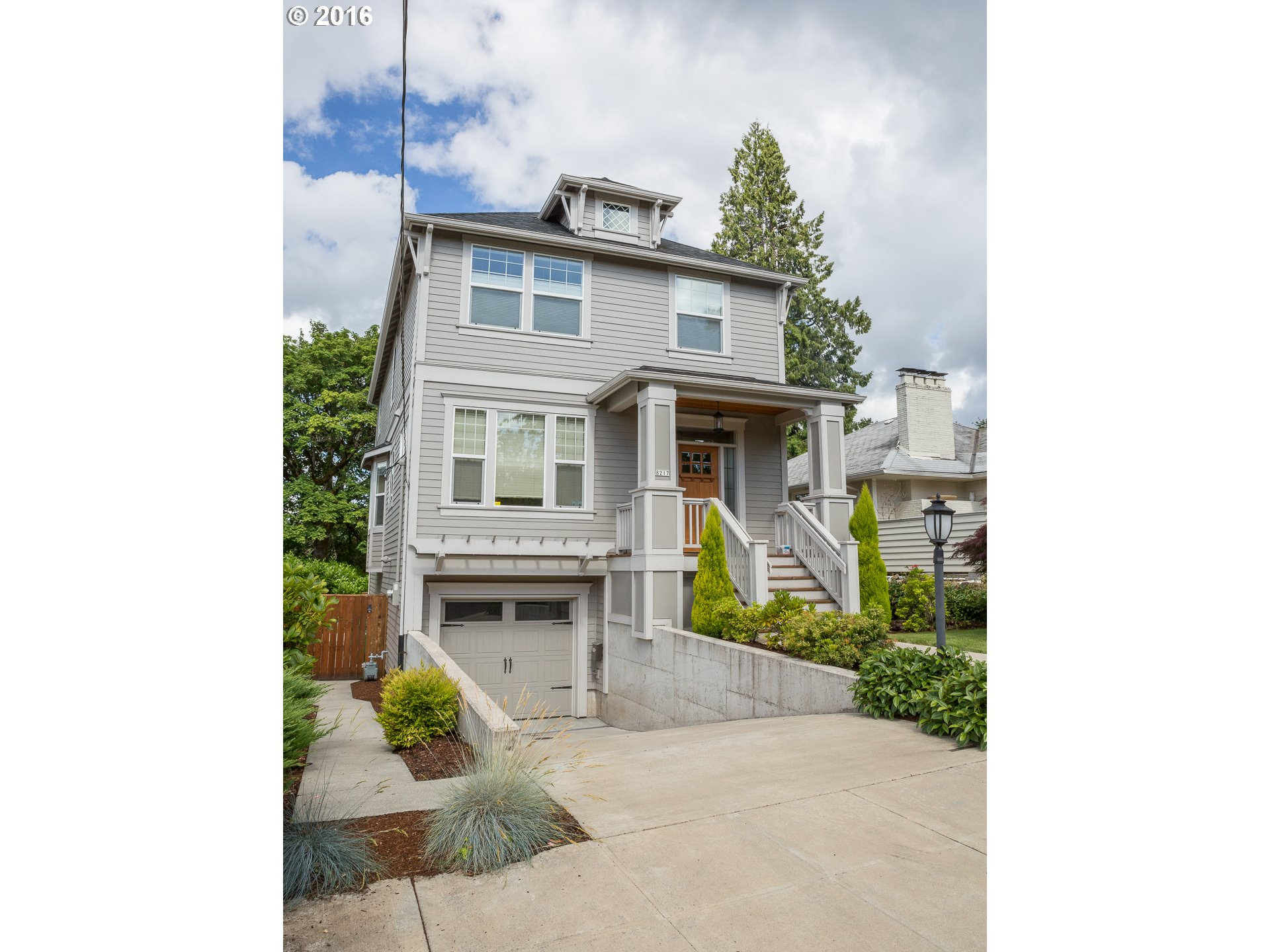 8217 SW 8TH AVE, Portland OR 97219