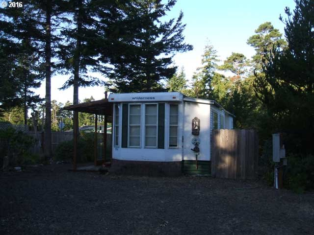 27 EASY ST, Florence, OR 97439