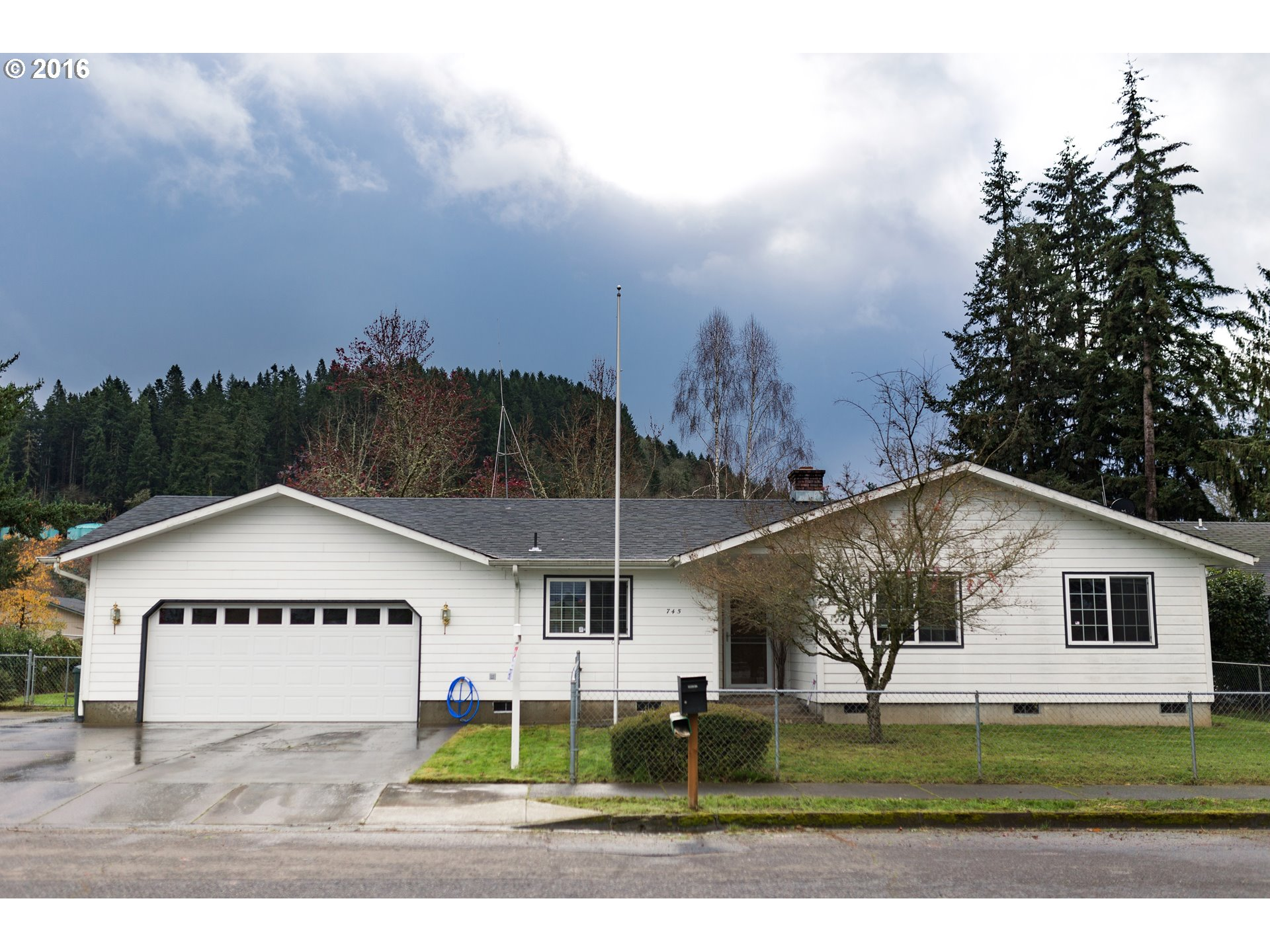 745 EVERGREEN DR, Creswell, OR 97426