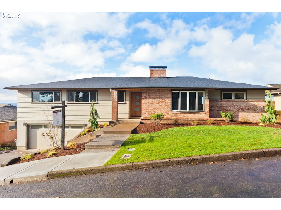 6221 SW 40TH AVE, Portland OR 97221
