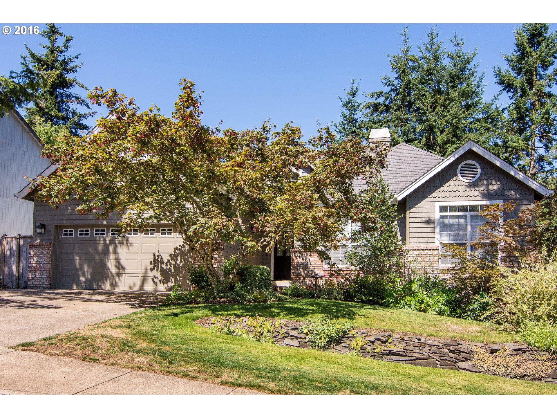 882 S 68TH ST, Springfield OR 97478