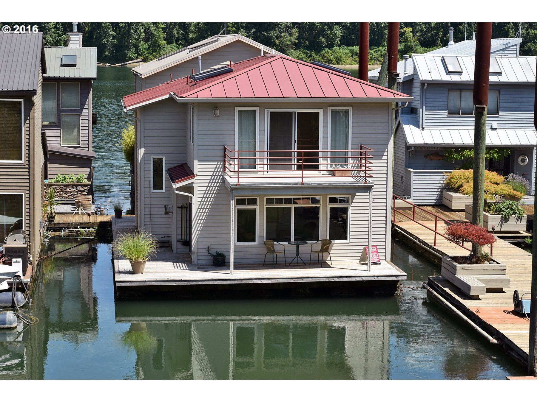 Floating homes house boats jane betts stover realtor Portland floating homes