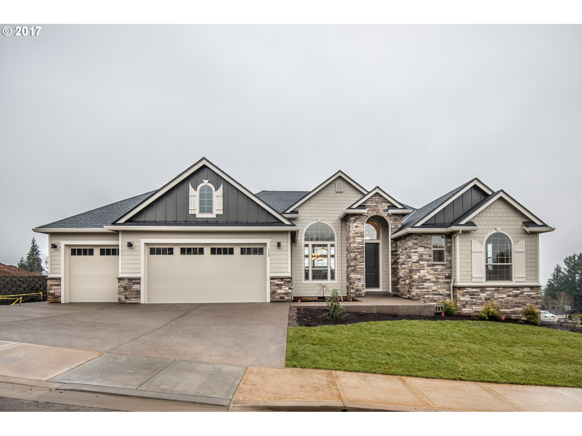 125 SW Brier PL, Dundee, OR 97115