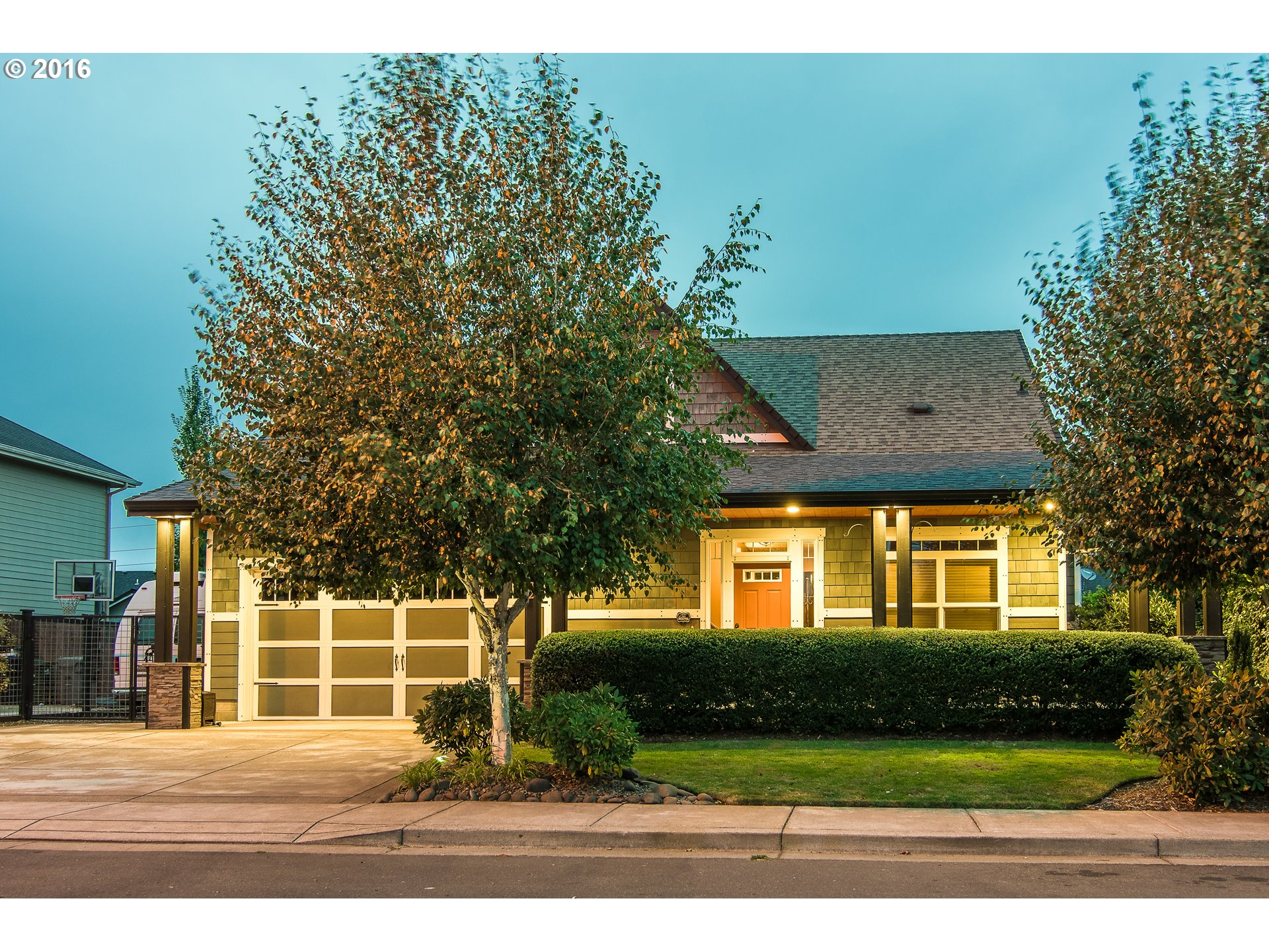 962 T ST, Springfield, OR 97477