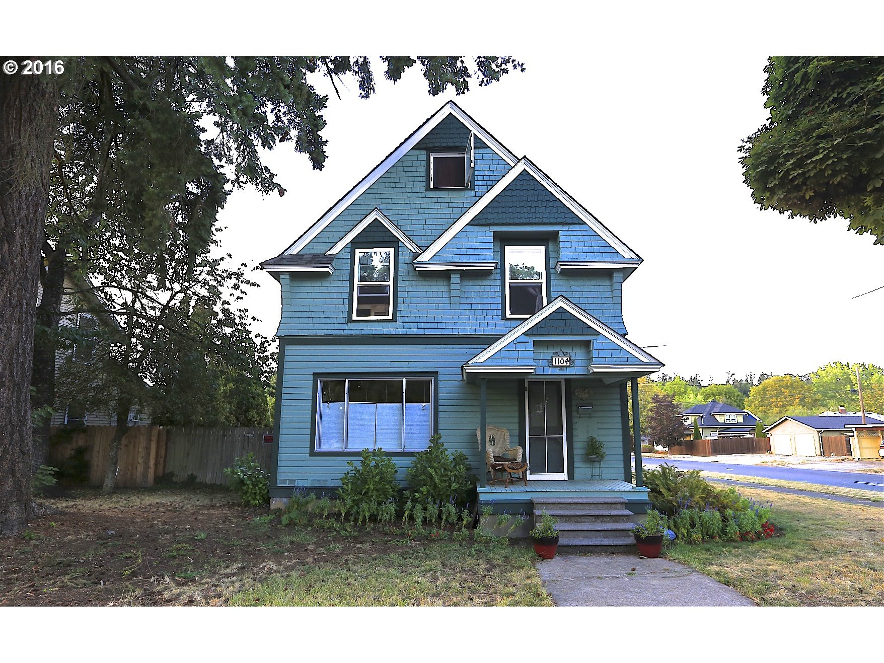 1104 W MAIN ST, Cottage Grove OR 97424
