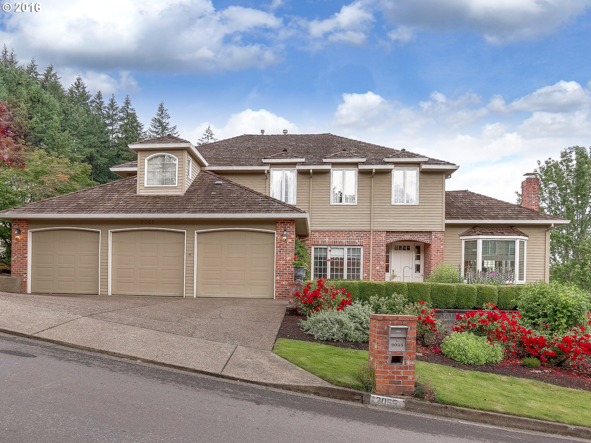 2055 RIDGE POINTE DR, Lake Oswego OR 97034