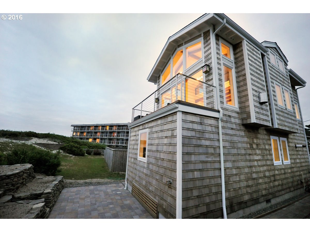 $999,990 - 2Br/3Ba -  for Sale in Cannon Beach