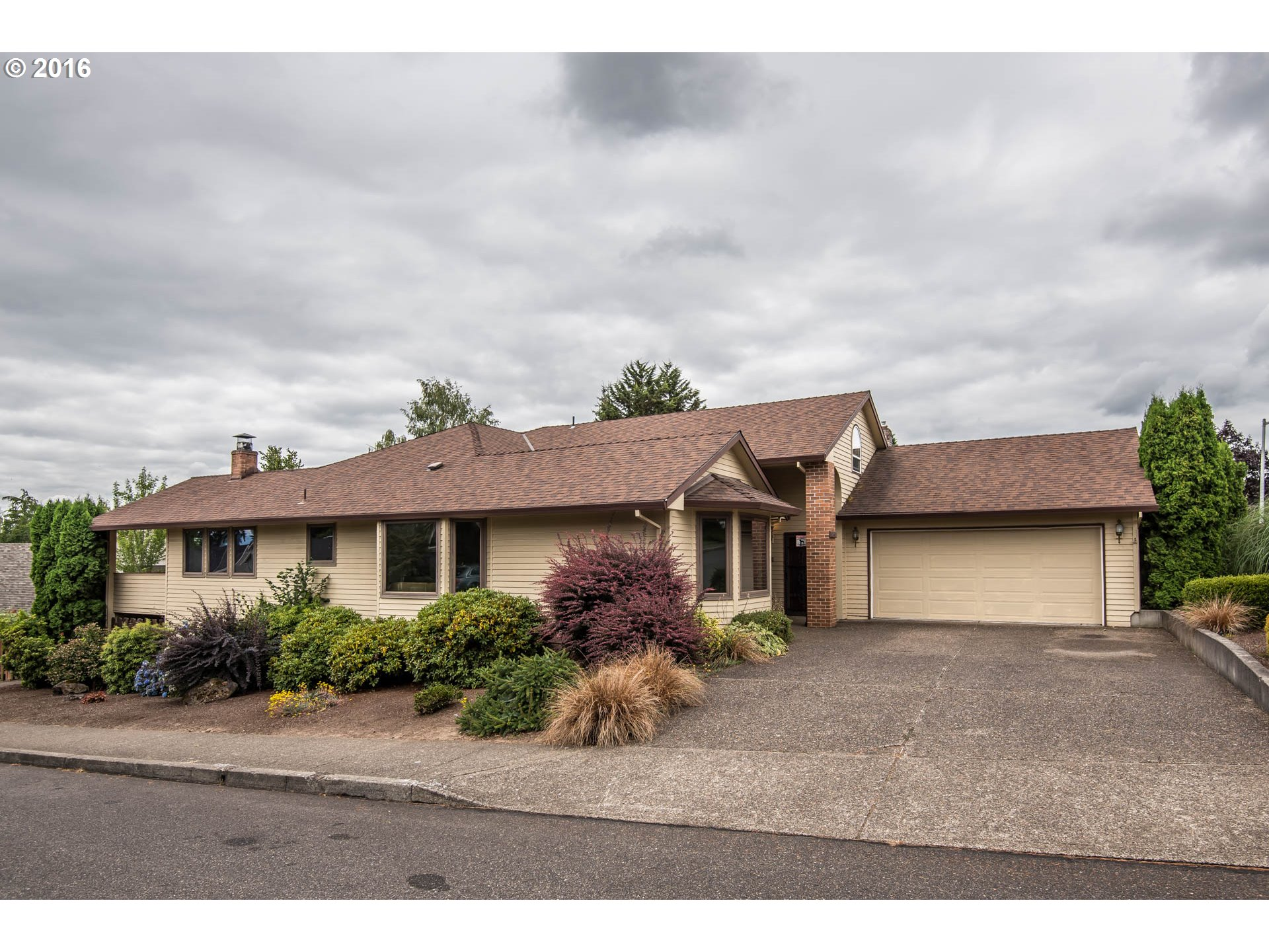 Property for sale at 12662 SE EASTHAMPTON ST, Clackamas,  OR 97015