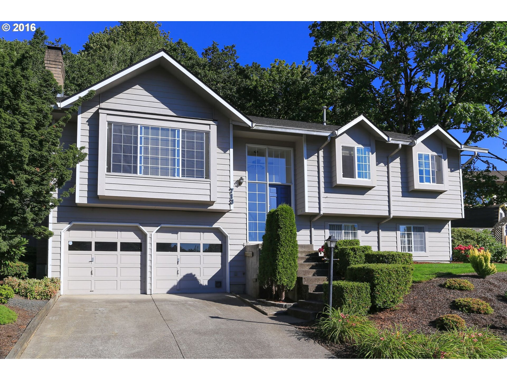 713 WOODCREST DR, Springfield OR 97477