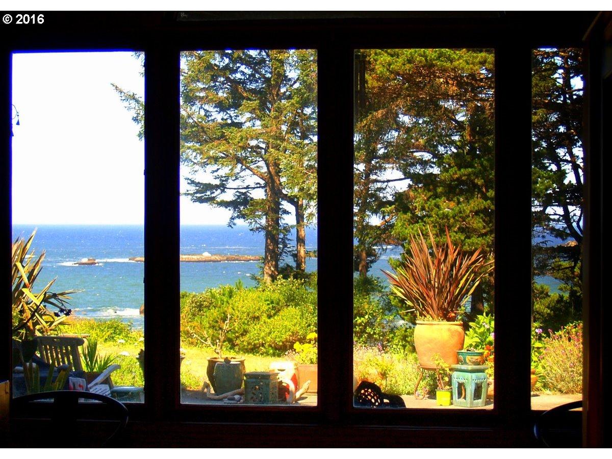 32102 N CHANTRELLE LN, GOLD BEACH, OR 97444  Photo 4