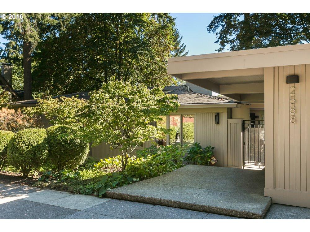 2588 SW RAVENSVIEW DR, Portland OR 97201