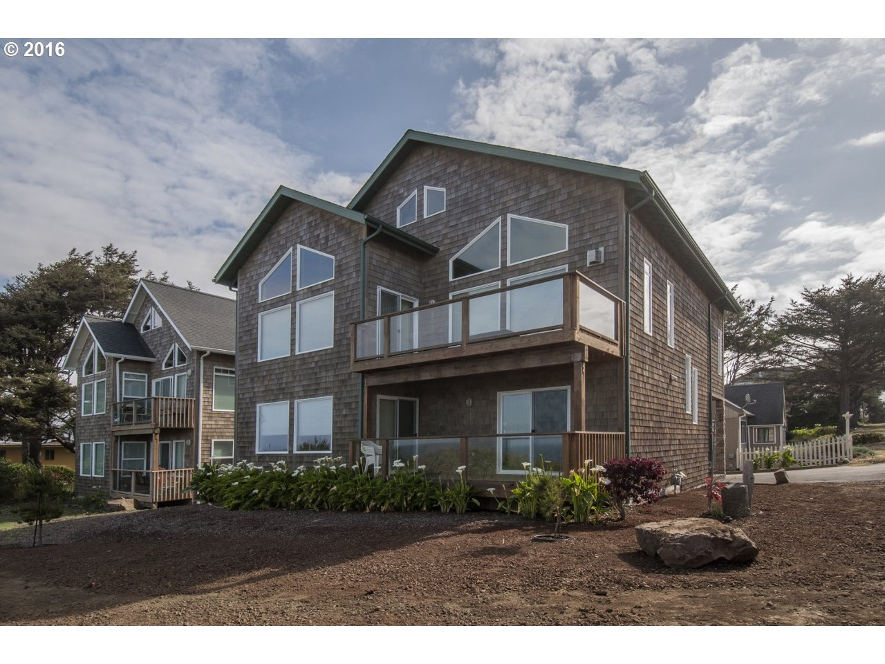 $886,500 - 5Br/5Ba -  for Sale in Lincoln City