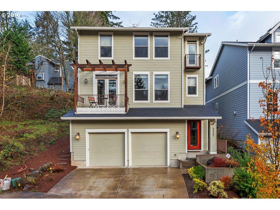 $549,900 - 4Br/3Ba -  for Sale in West Portland Park, Portland