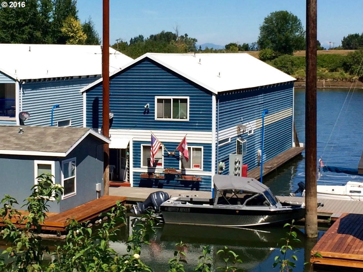 Floating homes for sale in portland oregon houseboats Floating homes portland
