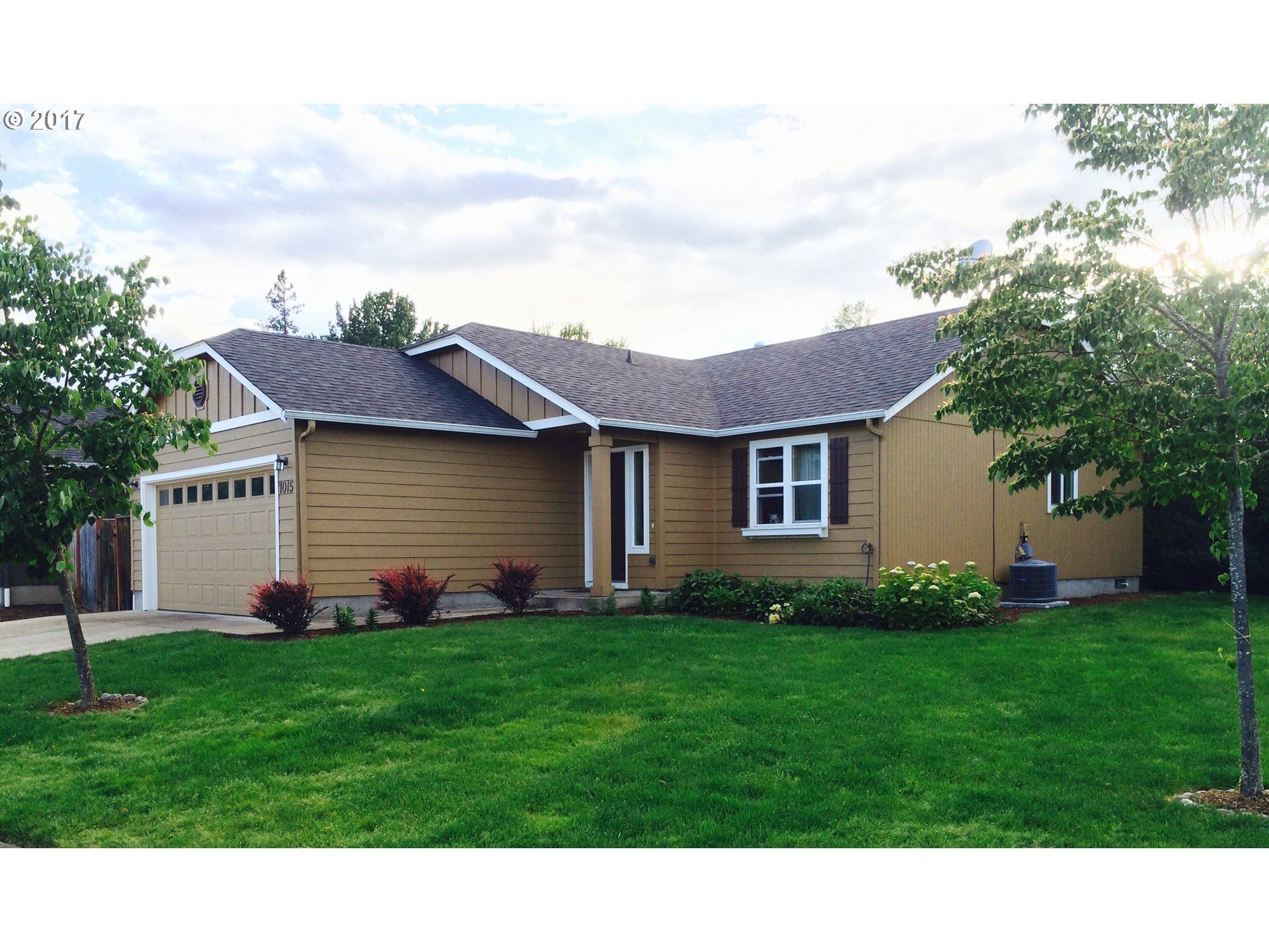 1015 S 1ST ST, Cottage Grove, OR 97424