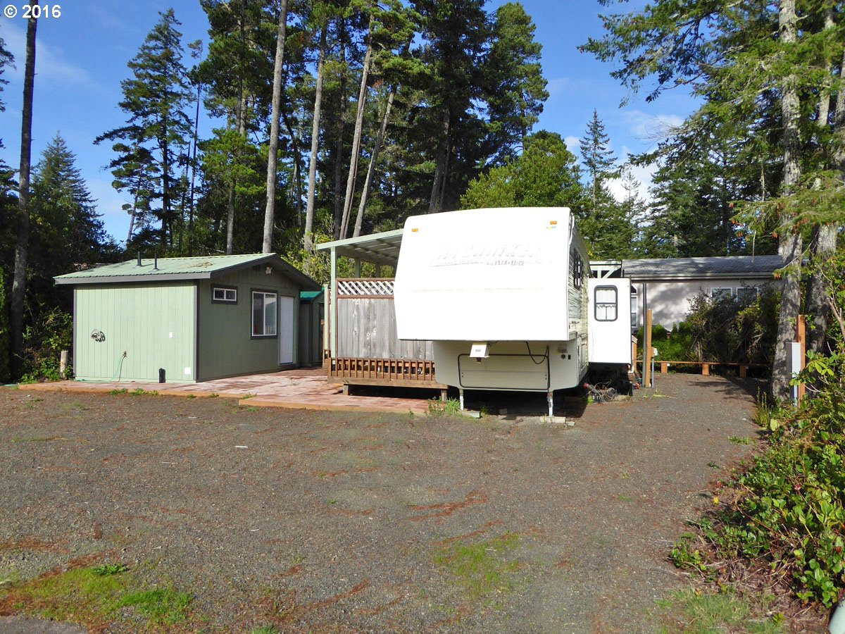 251 OUTER DR, Florence, OR 97439
