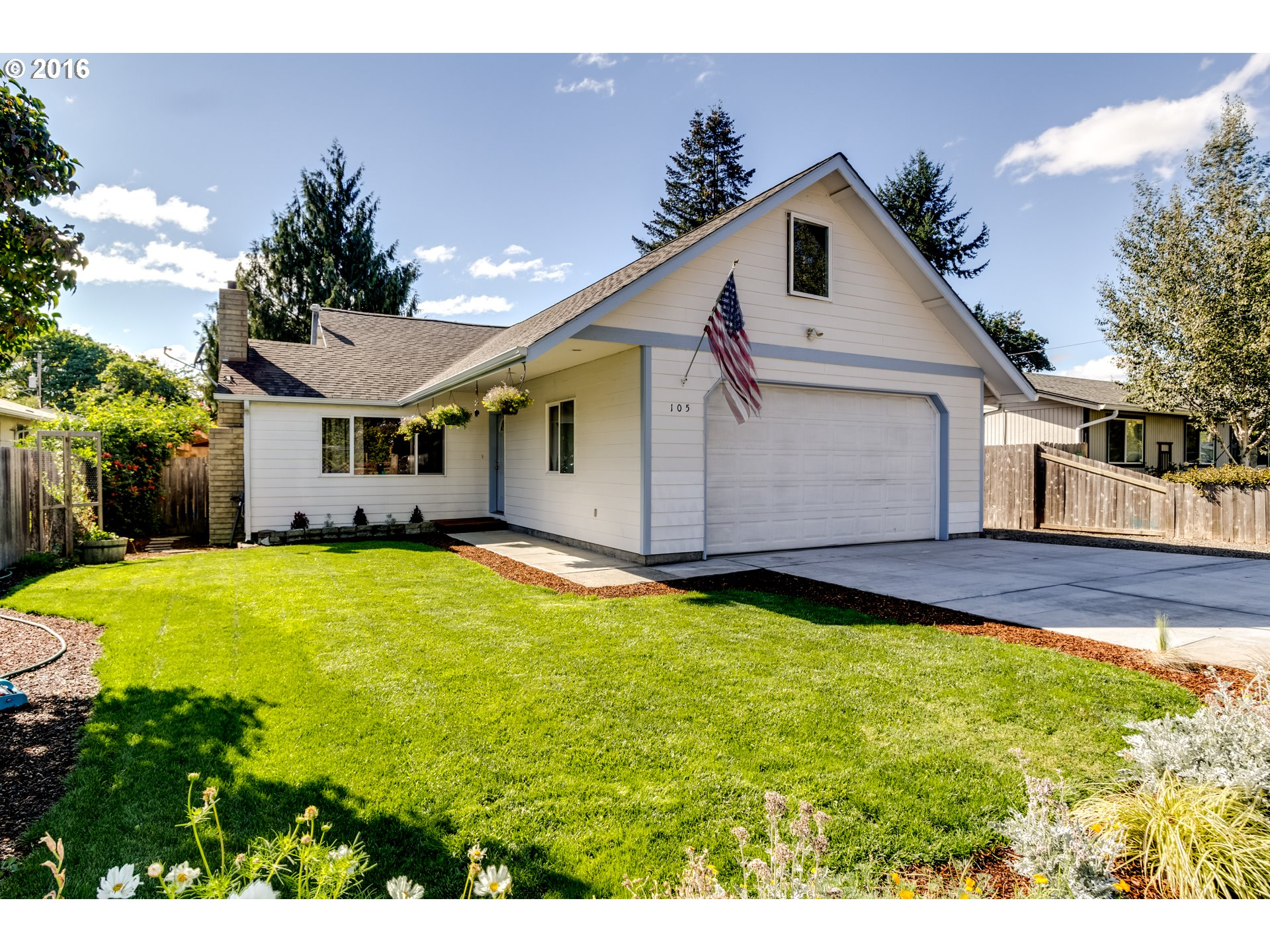 105 N 8TH ST, Creswell, OR 97426