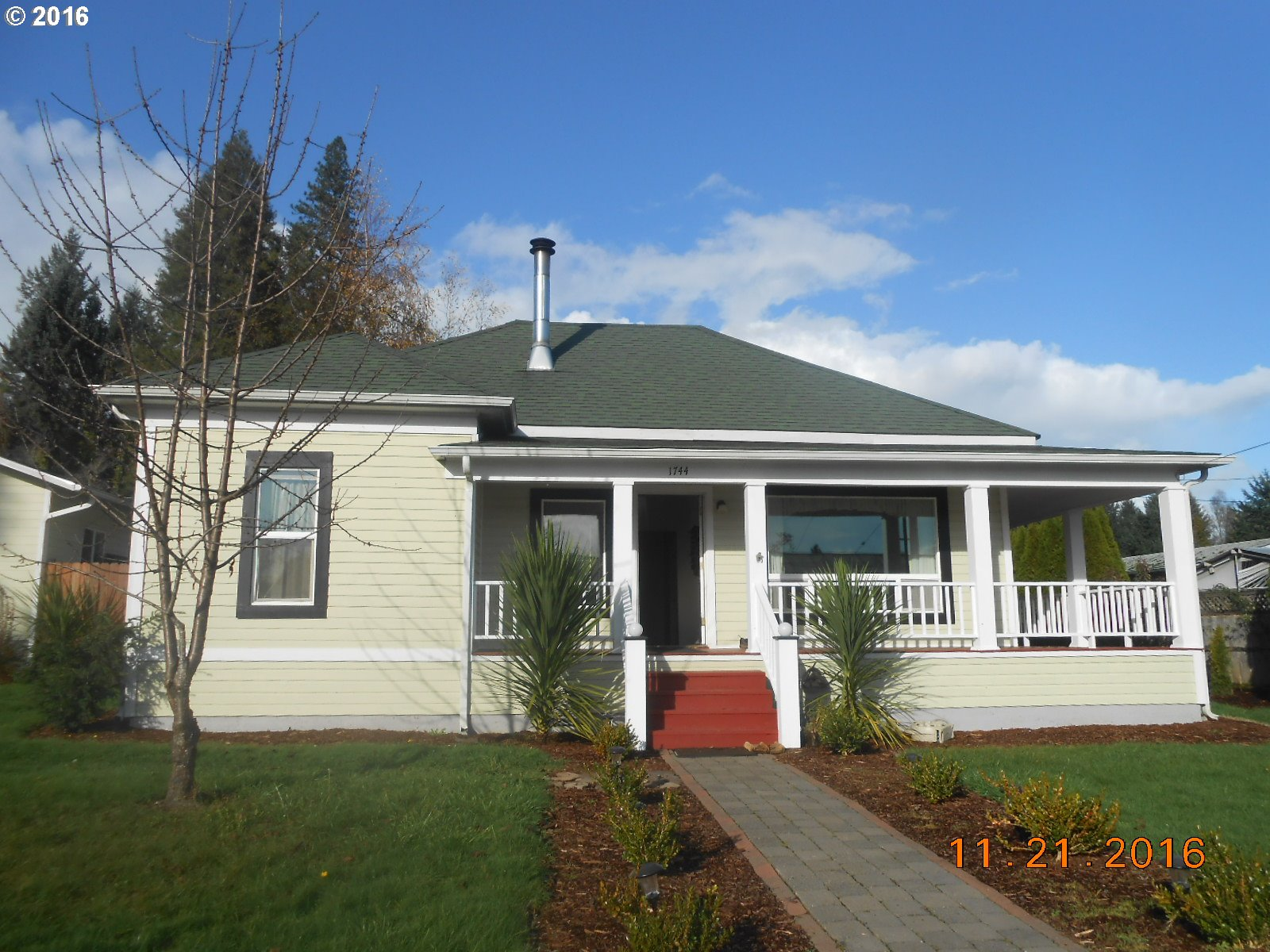 1744 ASH AVE, Cottage Grove, OR 97424