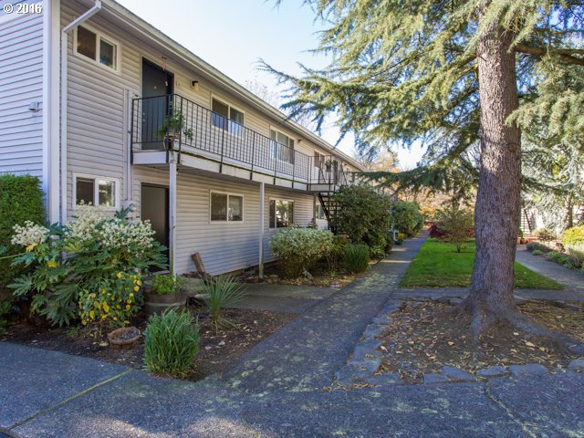 6815 SW CAPITOL HILL RD 18, Portland, OR 97219
