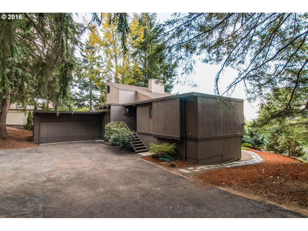 2067 W 29TH AVE, Eugene OR 97405