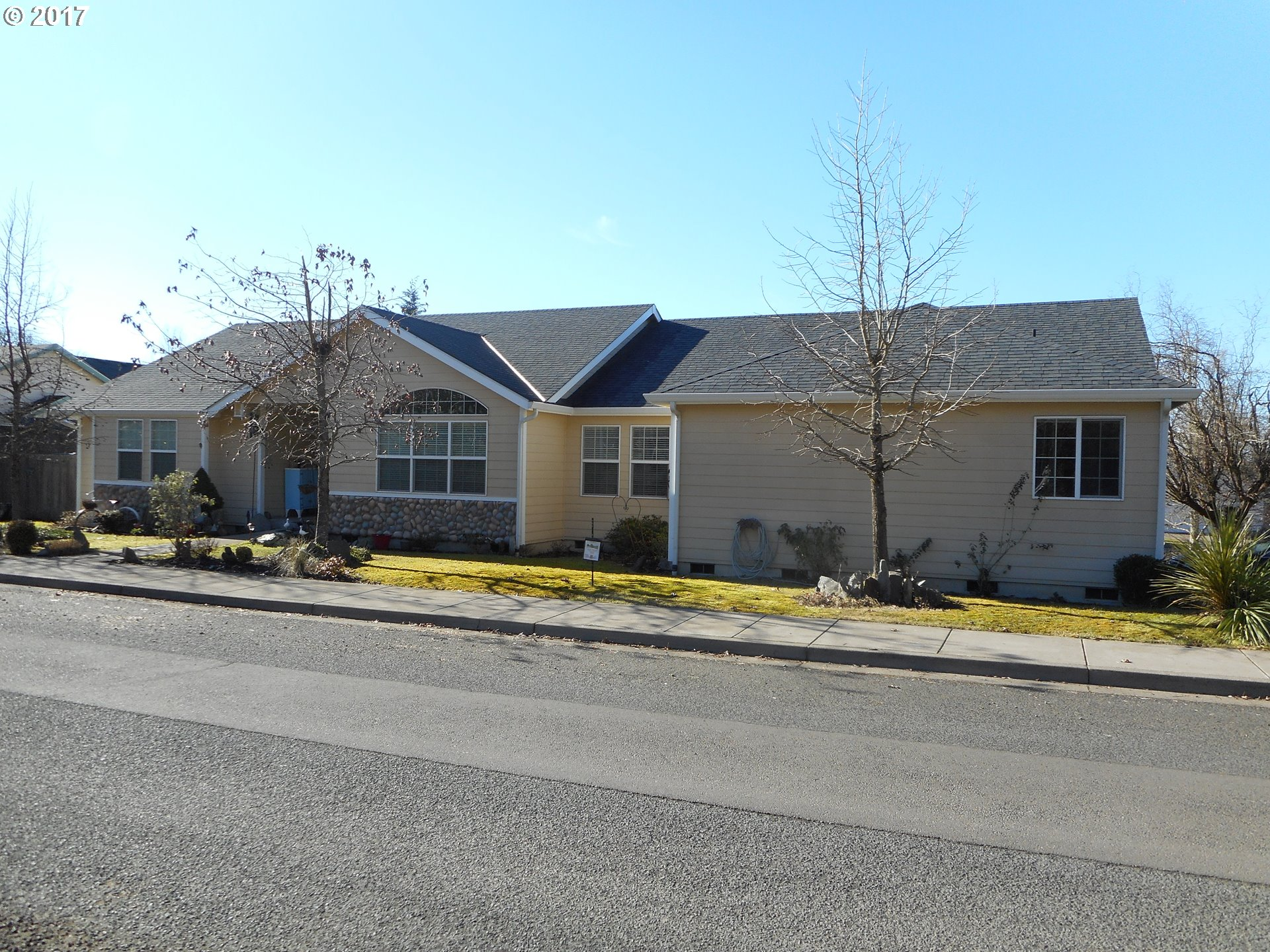 4691 HOLDEN CT, Springfield, OR 97478