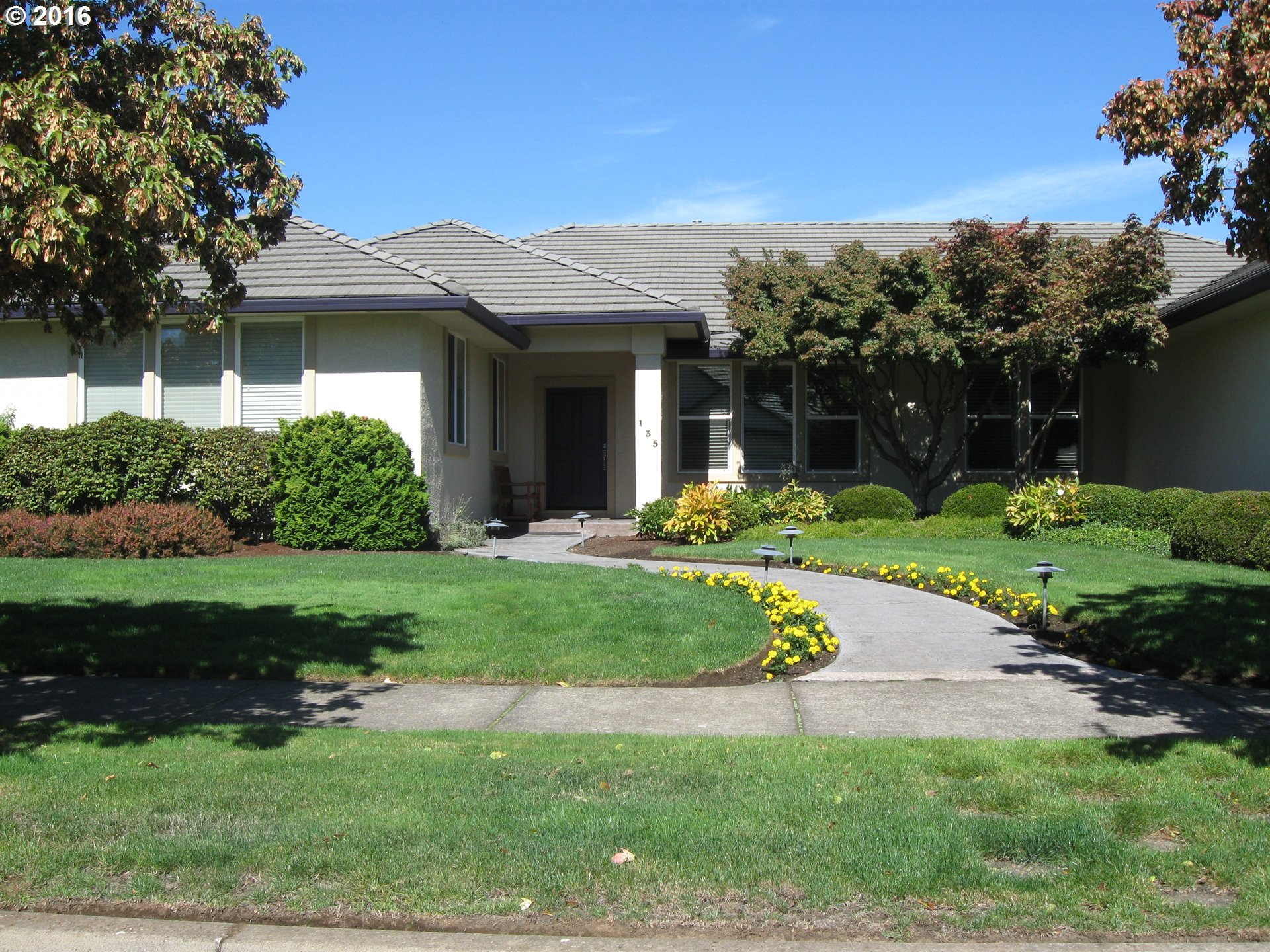 135 LARKSMEAD LN, Eugene OR 97404