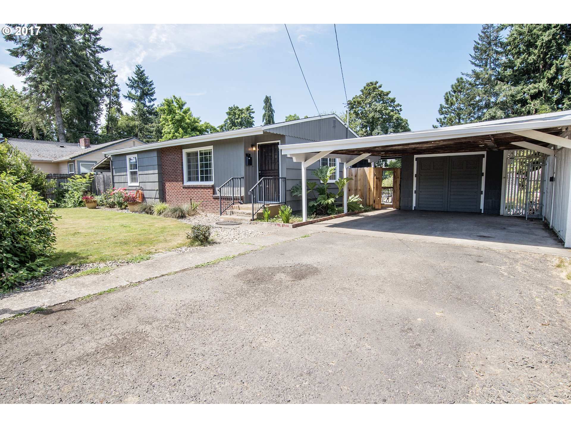 651 S 3RD ST, Cottage Grove, OR 97424