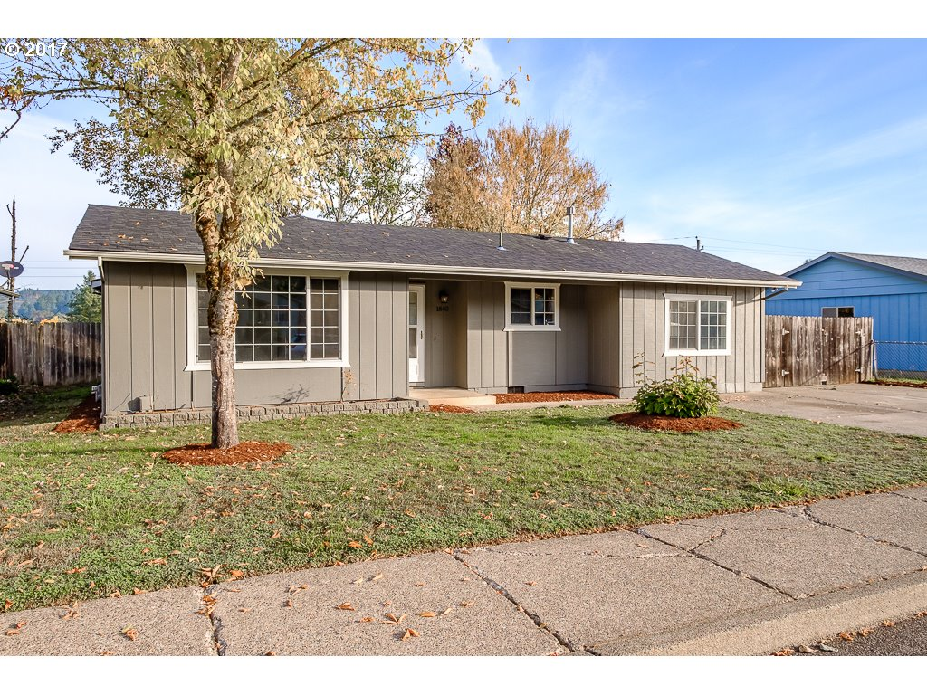 1840 W HARRISON AVE, Cottage Grove OR 97424