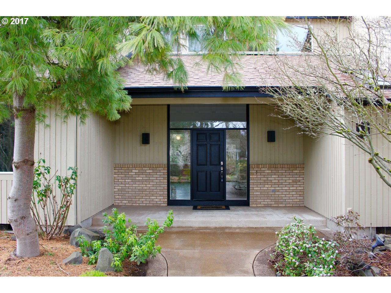 243 STAGS LEAP CT, Eugene, OR 97404