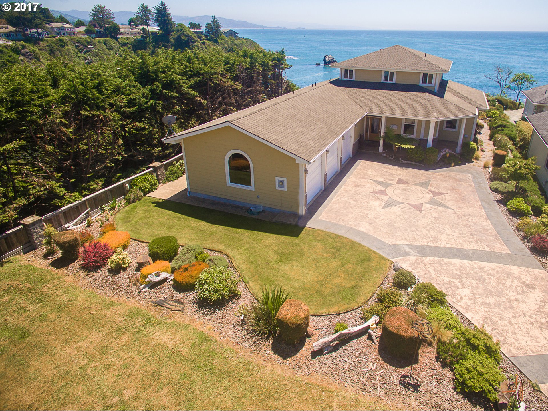 835 chetco point tr brookings or 97415 beach loop realty