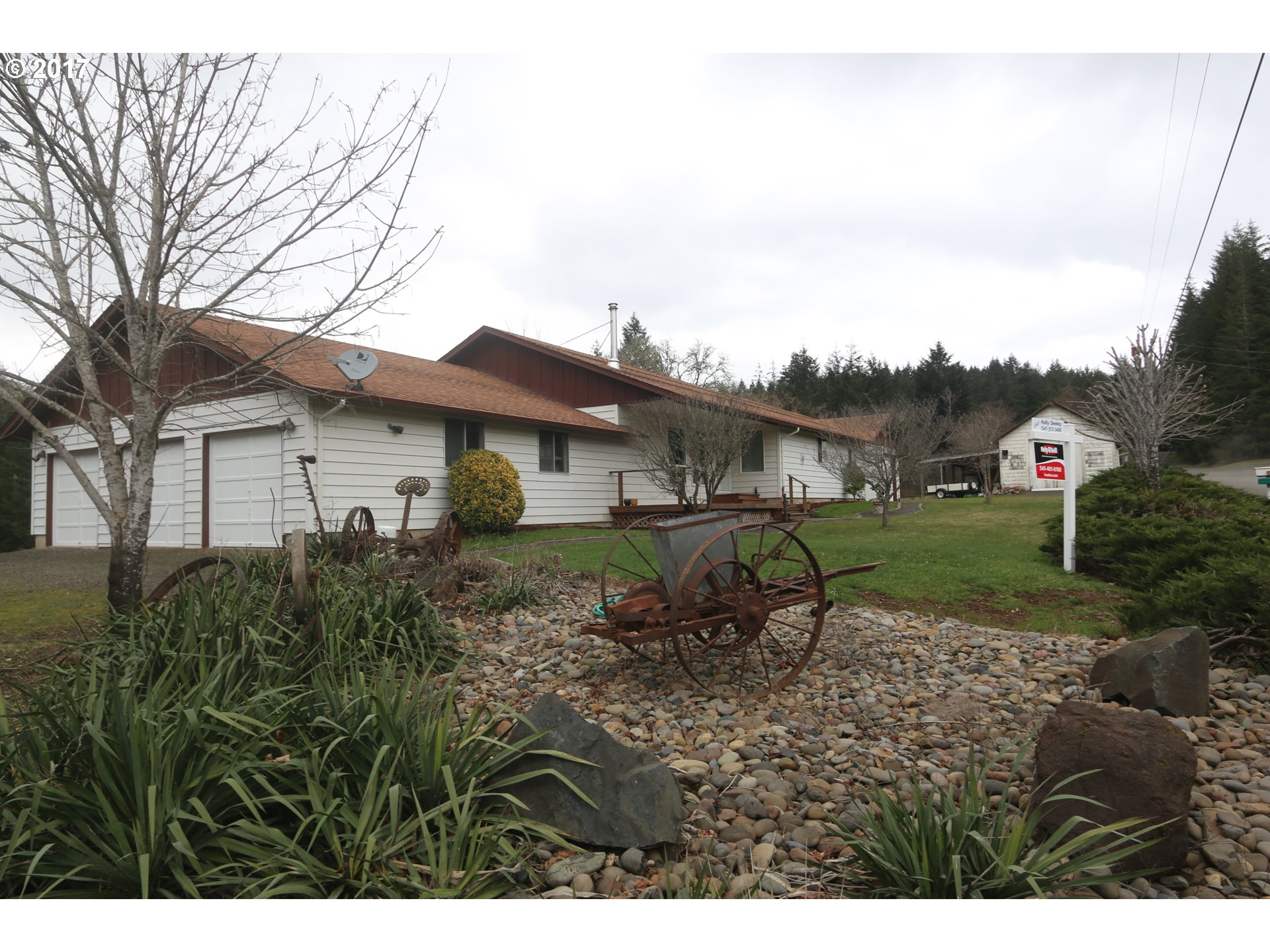 24920 PARADISE DR, Junction City, OR 97448