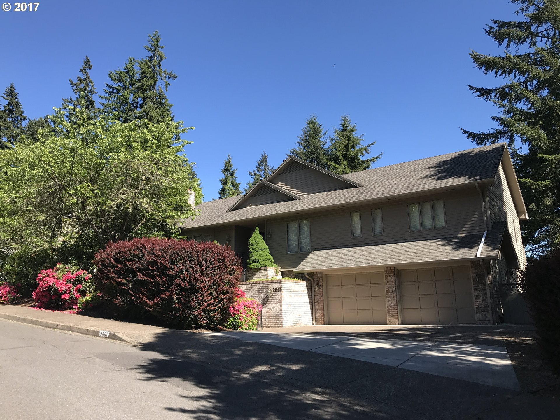 2561 W 27TH AVE, Eugene, OR 97405