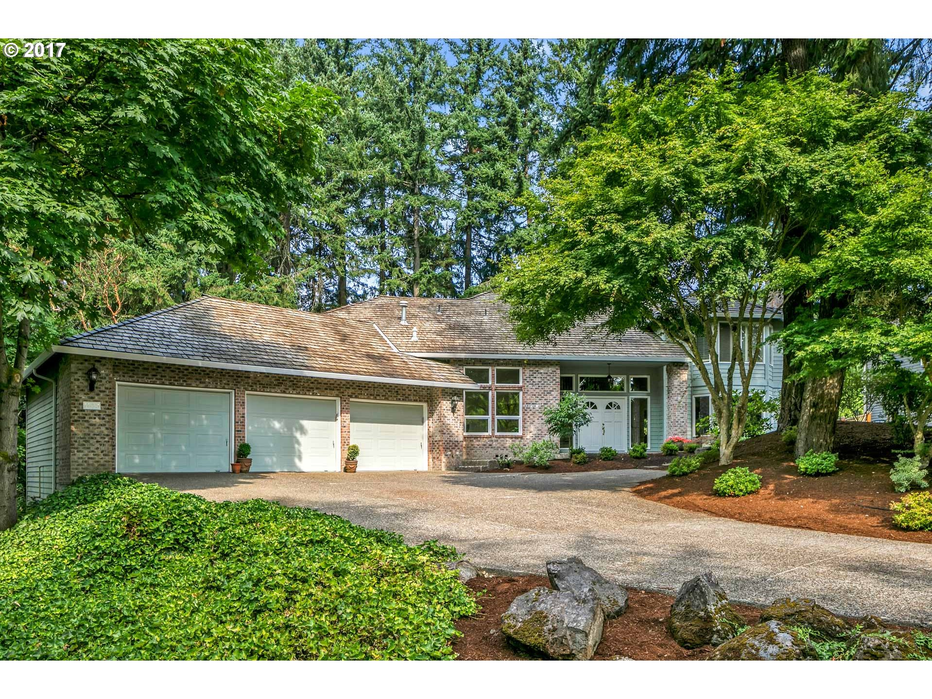 1075 SCHUKART LN, Lake Oswego, OR 97034