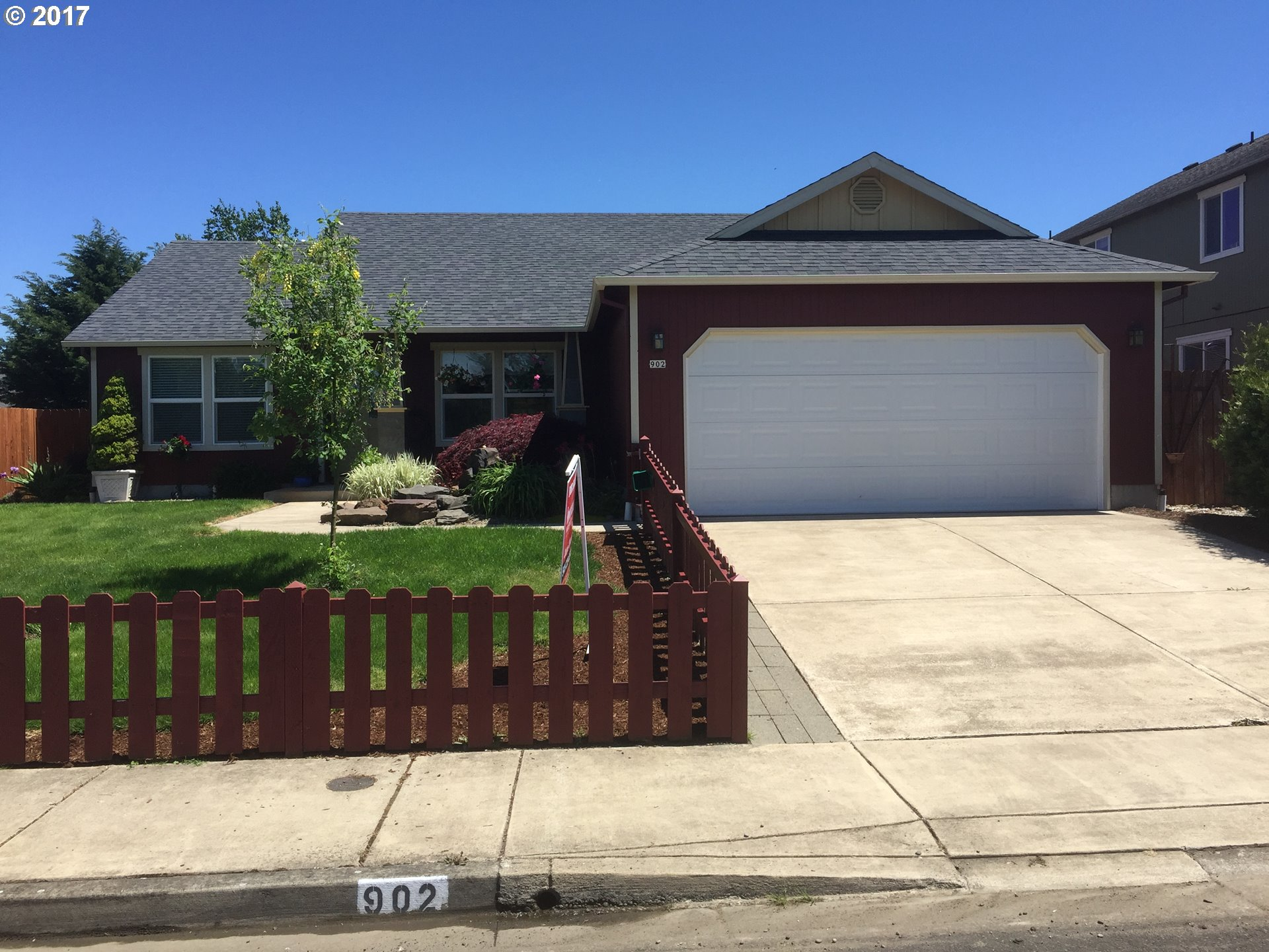 902 GRASSLAND ST, Creswell, OR 97426